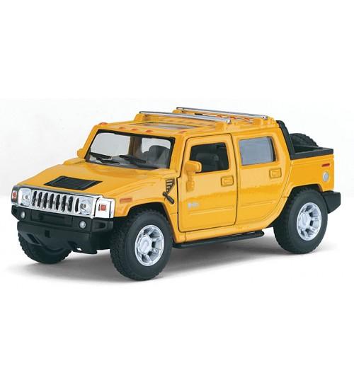 Metāla mašīnas modelis 2005 Hummer H2 SUT 1:40 kastē KT5097W