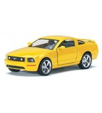 Metāla mašīnas modelis 2006 Ford Mustang GT 1:36 Kinsmart kastē KT5091W