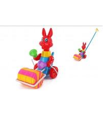 Stumjamā plastmasas rotaļlieta ar kociņu - zaķis ar veltni 340220